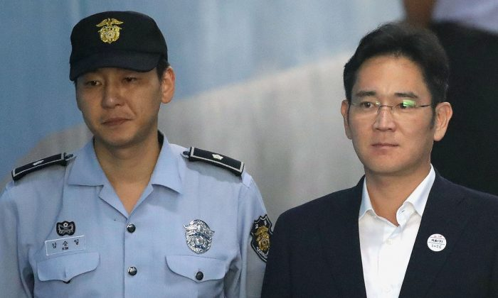 Lee Jae-yong, Samsung Group heir arrives at Seoul Central District Court to hear the bribery scandal verdict on August 25, 2017 in Seoul, South Korea. (REUTERS/Chung Sung-Jun/Pool)