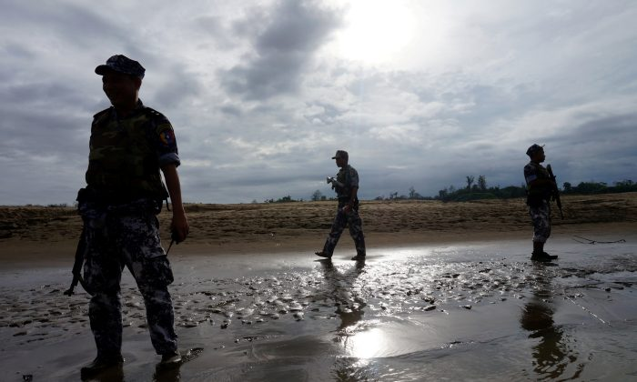 A Burmese border guard police officers stand guard in Buthidaung, northern Rakhine state, Burma on July 13, 2017. (REUTERS/Simon Lewis/File Photo)
