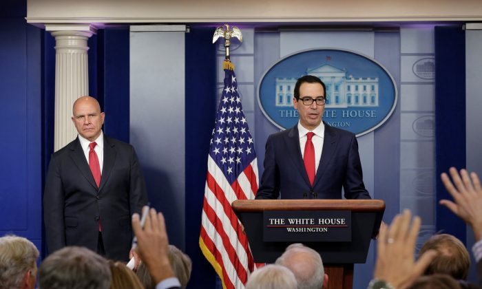 U.S. Treasury Secretary Steve Mnuchin (R) and National Security Adviser Lt. Gen. H.R. McMaster hold a news briefing at the White House in Washington on August 25, 2017. (REUTERS/Yuri Gripas)