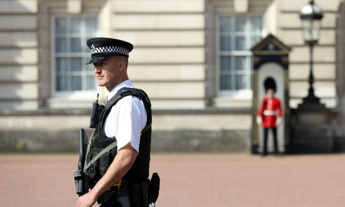 A police officer patrols within the grounds of Buckingham Palace in London on Aug. 26, 2017.  (Paul Hackett/Reuters)