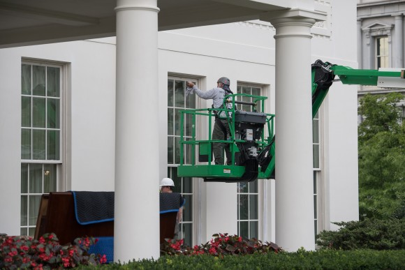 Workers work on renovations on the West Wing of the White House on Aug. 14, 2017. (NICHOLAS KAMM/AFP/Getty Images)