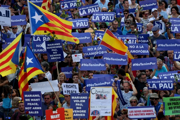 People hold placards and flag as they take part in a march of unity after the attacks last week, in Barcelona, Spain, August 26, 2017. (Reuters/Albert Gea)