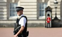 Buckingham Palace Terrorist Brandishes 4-Foot Sword, Yells 'Allahu Akbar'