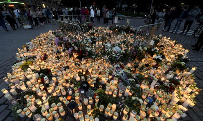 Memorial cards, candles and flowers for the victims of Friday's stabbings are placed on the Market Square in Turku, Finland August 19, 2017. (Lehtikuva/Vesa Moilanen/via Reuters)