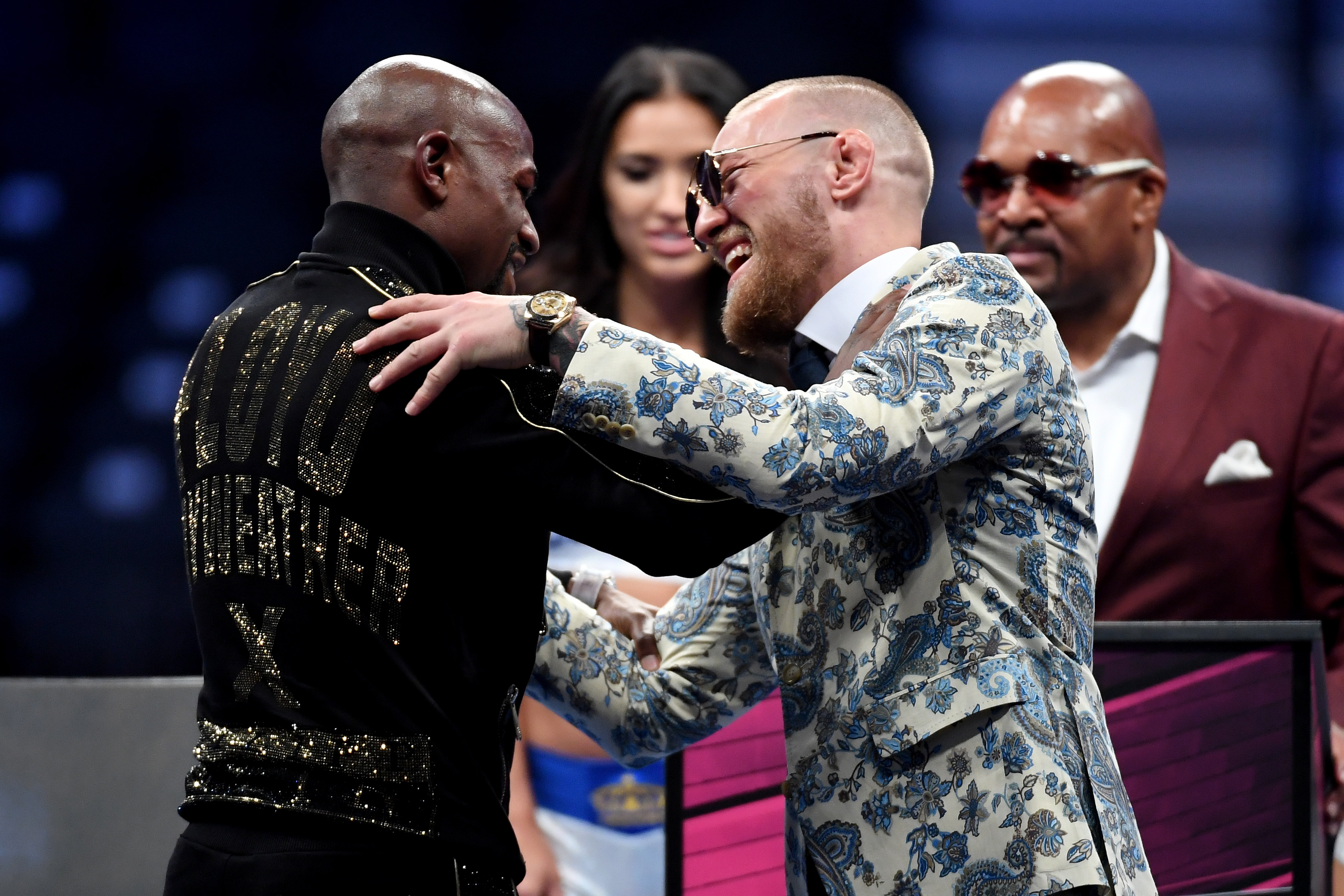 (L-R) Floyd Mayweather Jr. and Conor McGregor shake hands after Mayweather's 10th round TKO victory in their super welterweight boxing match at T-Mobile Arena in Las Vegas, Nevada on Aug. 26, 2017. (Ethan Miller/Getty Images)