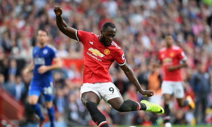 Romelu Lukaku of Manchester United in action during the Premier League match between Manchester United and Leicester City at Old Trafford on August 26, 2017 in Manchester, England. (Michael Regan/Getty Images)