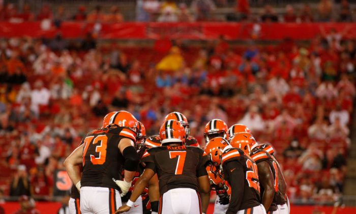 Quarterback DeShone Kizer #7 of the Cleveland Browns huddles the offense during the second quarter of an NFL preseason football game on August 26, 2017 at Raymond James Stadium in Tampa, Florida. (Photo by Brian Blanco/Getty Images)
