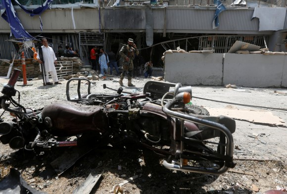 An Afghan security force stands guard at the site of a suicide bomb attack in Kabul, Afghanistan August 29, 2017. (Reuters/Omar Sobhani)