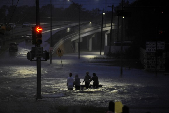 Residents wade through floodwater after Hurricane Harvey inundated the Texas Gulf coast with rain causing widespread flooding, in Houston, Texas, U.S. August 28, 2017. Picture taken August 28, 2017. (Reuters/Nick Oxford)