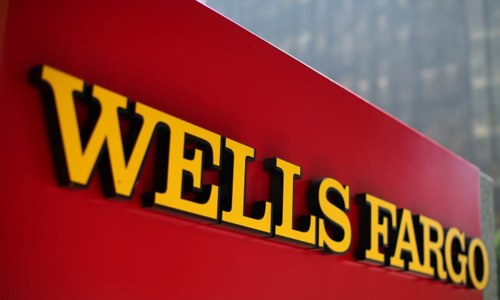 A Wells Fargo bank sign is pictured in downtown Los Angeles, California, U.S. on Aug. 10, 2017. (REUTERS/Mike Blake)