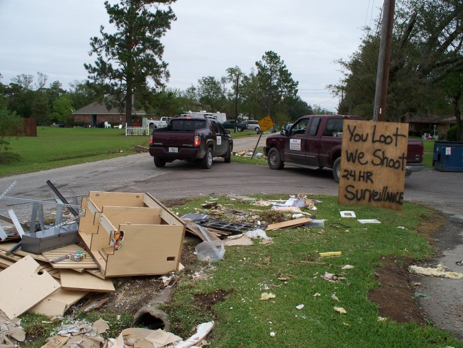 A sign warning would-be looters in Bridge City, Texas in the aftermath of Hurricane Ike in 2008. Residents on a community street made sure it was clear looters would not be tolerated. (Junglecat/Wikimedia Commons)