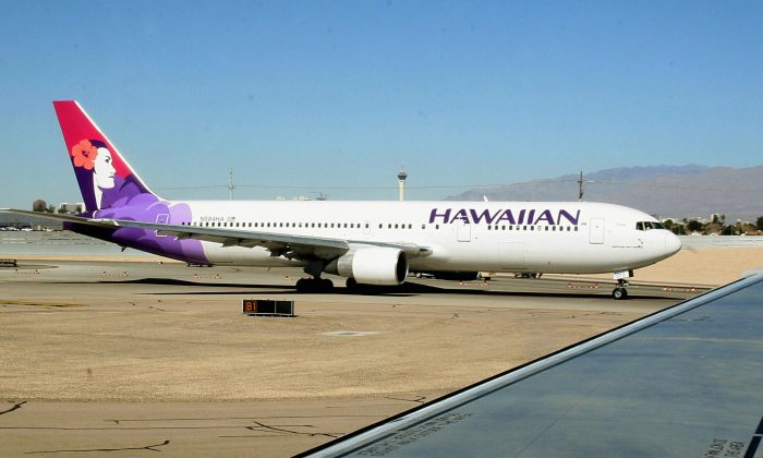 A Hawaiian Airlines jet taxies out to the runway at Phoenix Sky Harbor International Airport in Phoenix, Ariz.,  on Feb. 14, 2006. (KAREN BLEIER/AFP/Getty Images)