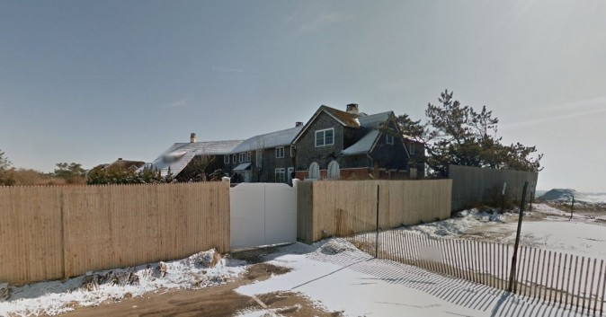 It's not clear what the Clintons paid to stay at the house. (Google Street View)