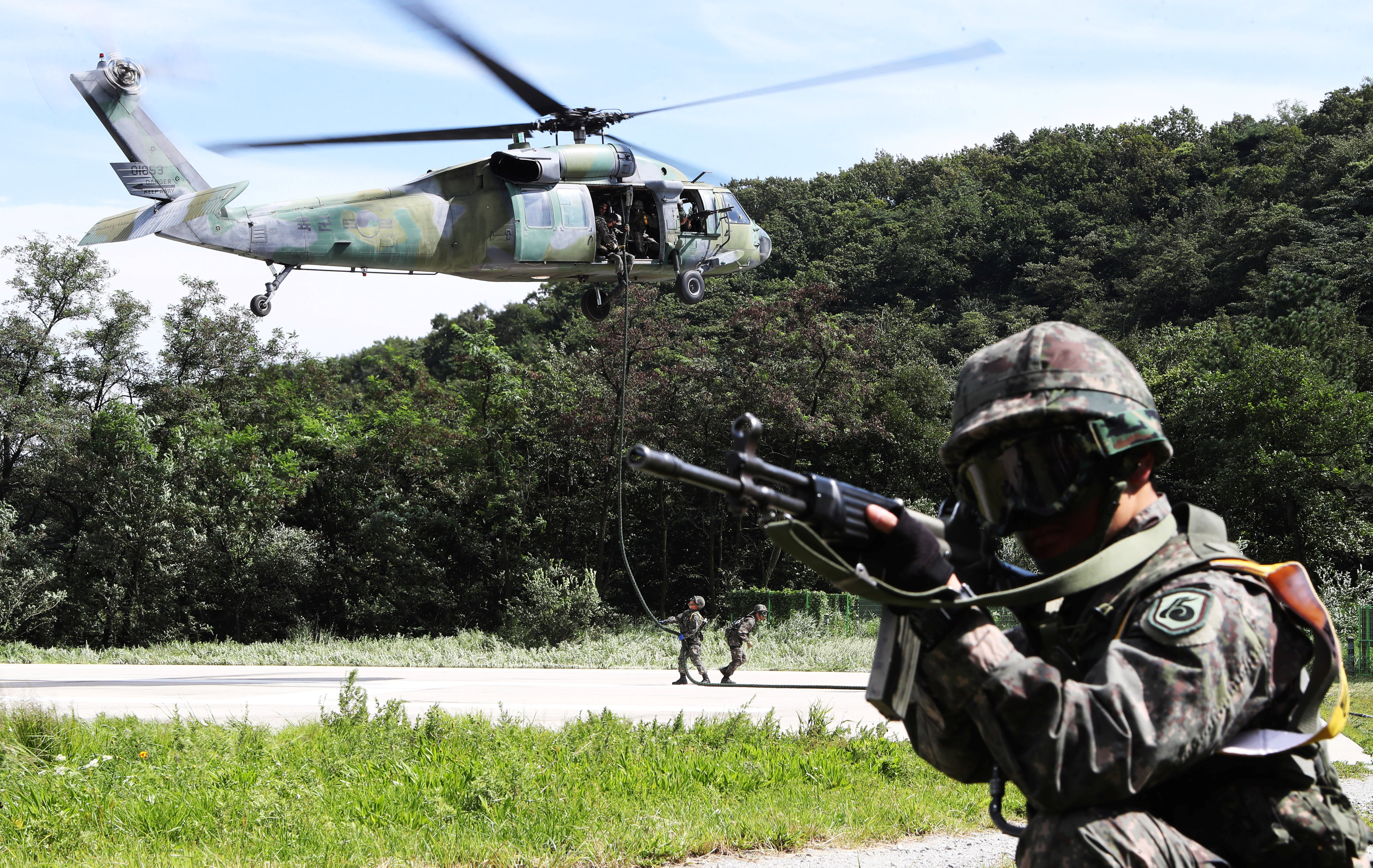 South Korean soldiers take part in a military drill held as a part of the Ulchi Freedom Guardian exercise in Yongin, South Korea on Aug. 29, 2017. (Hong Ki-Won/Yonhap/via REUTERS)