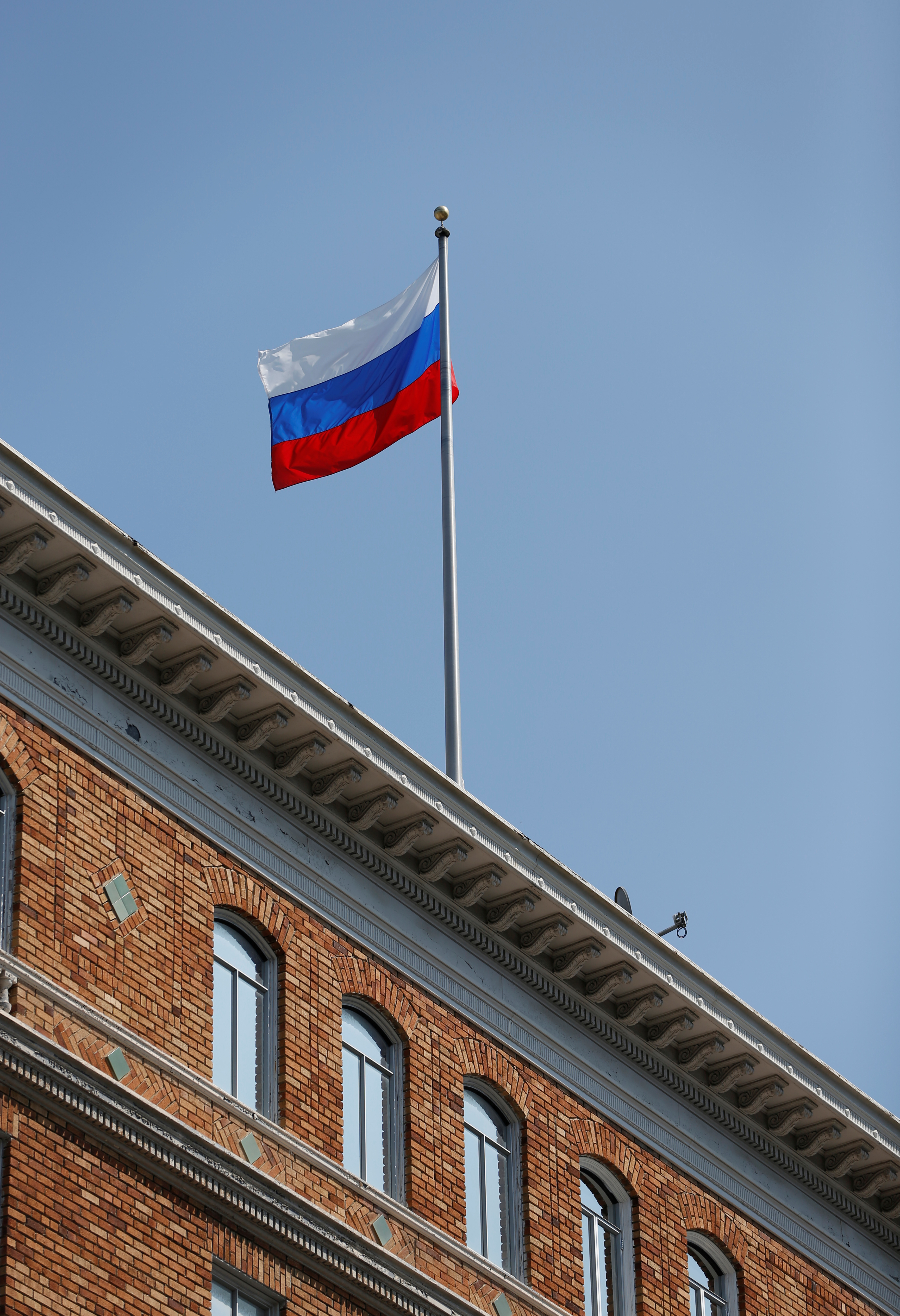 The Russian flag waves in the wind on the rooftop of the Consulate General of Russia in San Francisco, Calif. on Aug. 31, 2017.   (REUTERS/Stephen Lam)