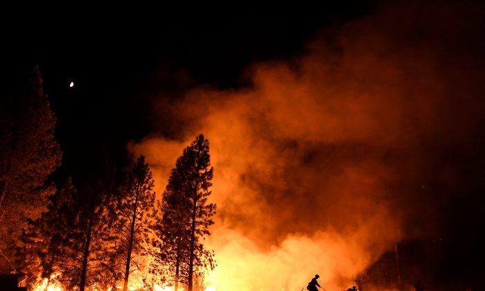 A firefighter battles the Ponderosa Fire east of Oroville, California. (REUTERS/Noah Berger)