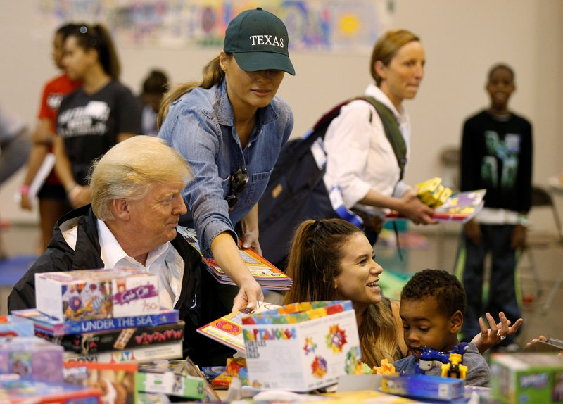 President Donald Trump and first lady Melania Trump visit with flood survivors of Hurricane Harvey at a relief center in Houston, Texas on Sept. 2, 2017. (REUTERS/Kevin Lamarque)