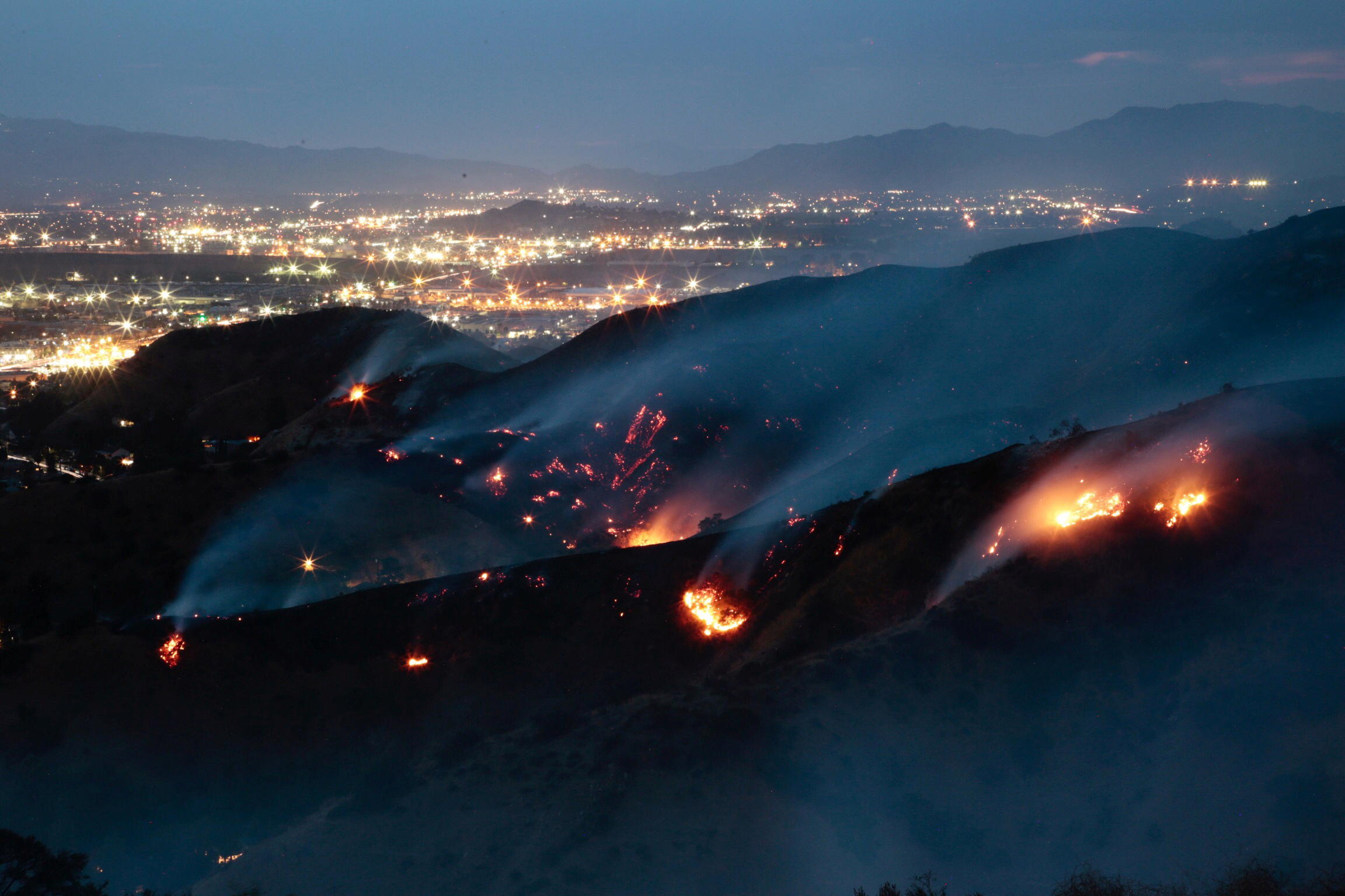 The La Tuna Canyon fire over Burbank. (REUTERS/Kyle Grillot)