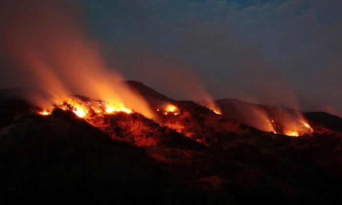 The La Tuna Canyon fire over Burbank, California.  (REUTERS/Kyle Grillot)