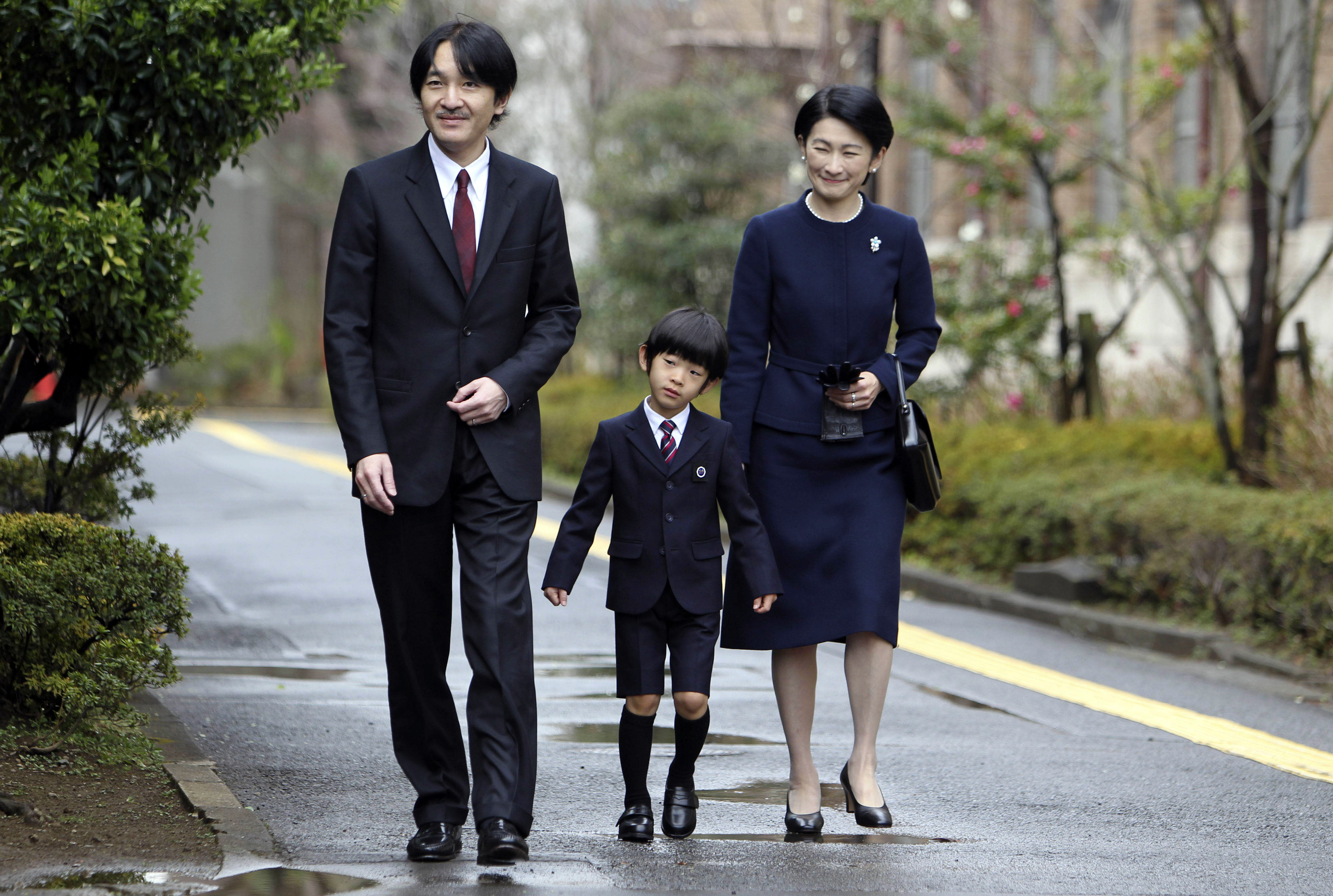 Japan's Prince Hisahito (C), accompanied  by his father Prince Akishino (L) and mother Princess Kiko, arrives at Ochanomizu University affiliated kindergarten for his graduation ceremony in Tokyo on March 14, 2013.      (JUNJI KUROKAWA/AFP/Getty Images)