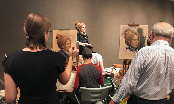 """Artists participate in the first """"Oil Portrait Sketching Competition"""" of the Salmagundi Club in New York on Aug. 26, 2017. (Milene Fernandez/The Epoch Times)"""