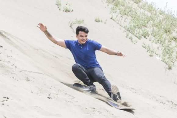 Sand boarding at La Paz Sand Dunes. (Mohammad Reza Amerinia)