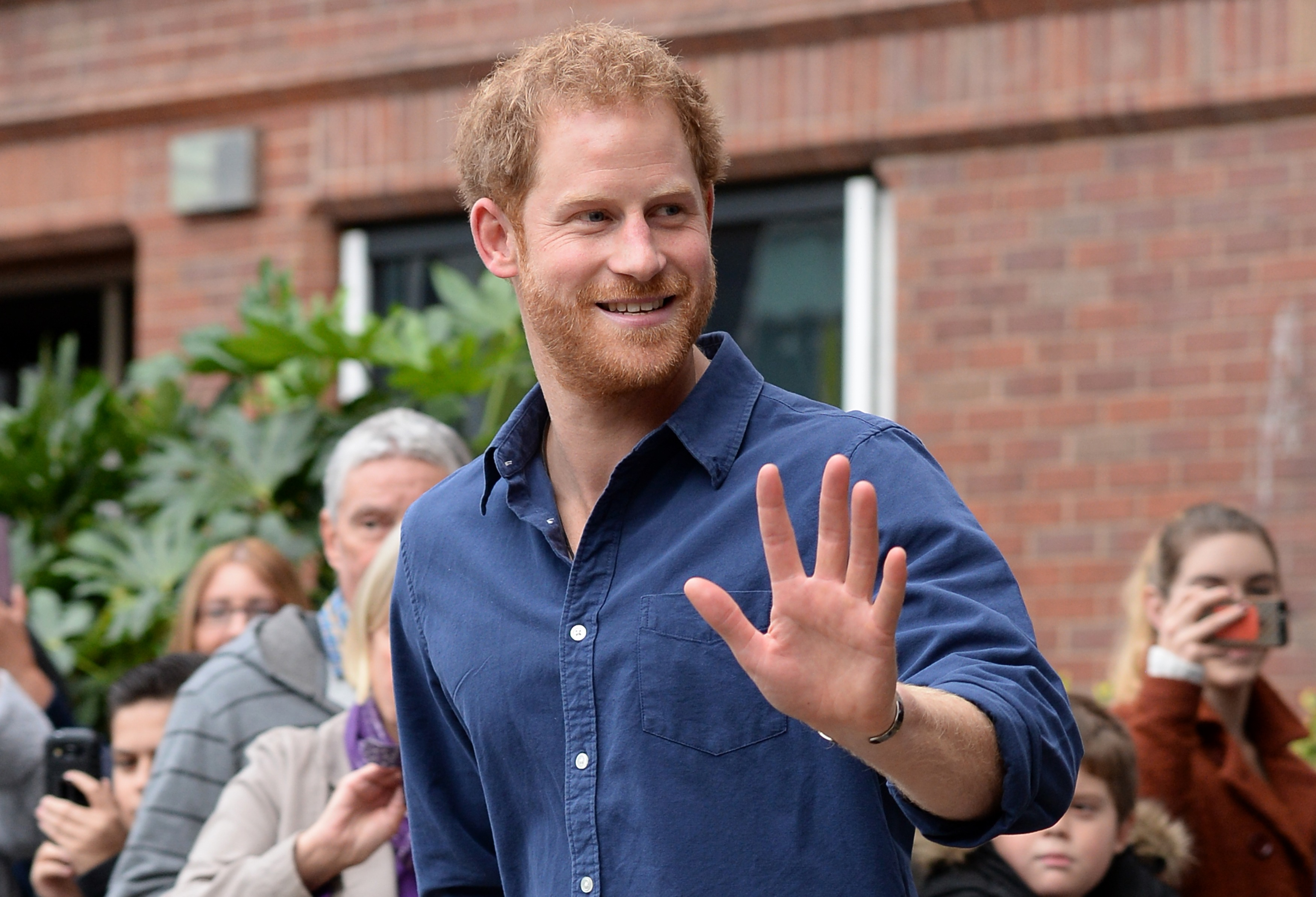 Prince Harry waves as he leaves Nottingham's new Central Police Station in Nottingham, England on October 26, 2016. (Photo by Joe Giddins - WPA Pool/Getty Images)