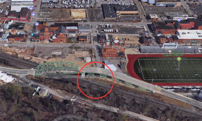 The approximate location where Lindsey Michaels was killed in a train accident in Pittsburgh on Sept. 3, 2017. (Screenshot via Google Maps)