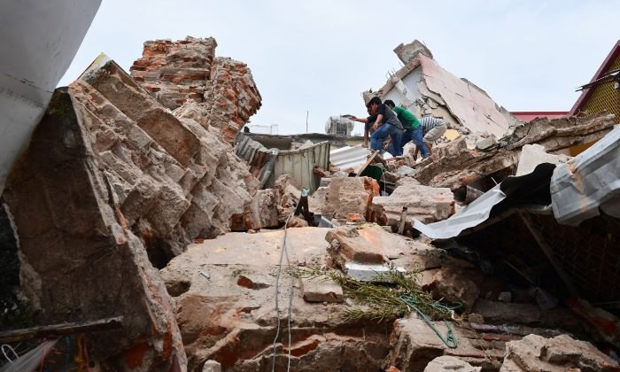 View of damages caused by the 8.2 magnitude earthquake that hit Mexico's Pacific coast, in Juchitan de Zaragoza, state of Oaxaca on Sept. 8, 2017. (RONALDO SCHEMIDT/AFP/Getty Images)