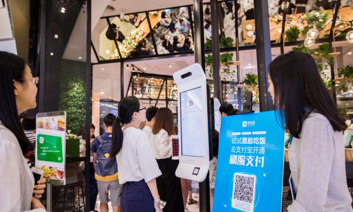 """A customer tries Alipay's facial recognition payment solution """"Smile to Pay"""" at KFC's new KPRO restaurant in Hangzhou, Zhejiang province, China September 1, 2017 (REUTERS/Stringer)"""