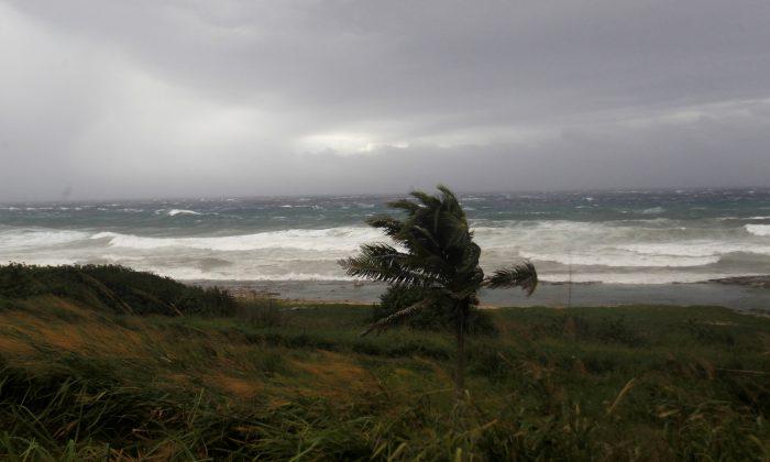 Waves crash against the shore as Hurricane Irma turns toward the Florida Keys on Saturday, in Havana, Cuba September 9, 2017. (Reuters/Stringer)