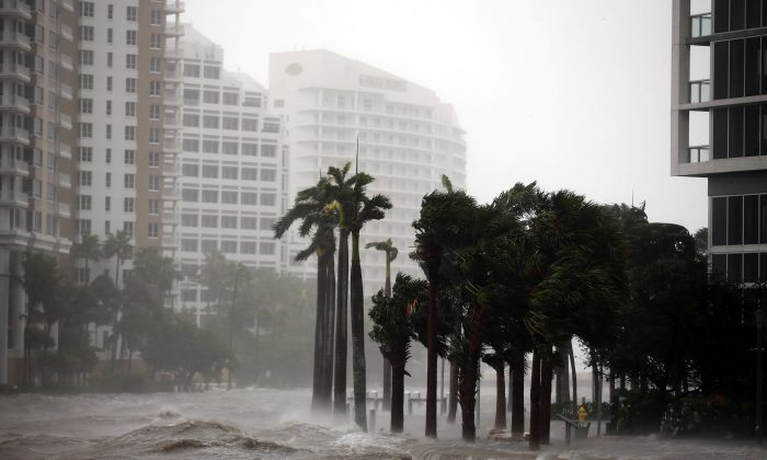 Water rises up to a sidewalk by the Miami river as Hurricane Irma arrives at south Florida, in downtown Miami, Florida on Sept. 10, 2017. (REUTERS/Carlos Barria)