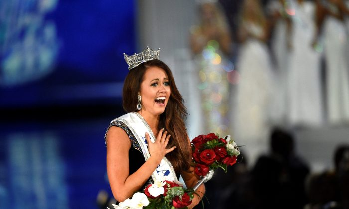 Miss North Dakota Cara Mund reacts after being announced as the winner of the Miss America competition in Atlantic City, New Jersey on September 10, 2017.  (REUTERS/Mark Makela)