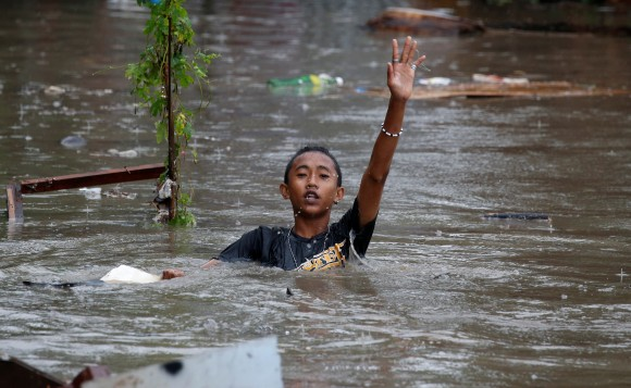 A resident wades in floodwaters in Bacoor, Cavite as a storm sweeps across the main Luzon island, Philippines, September 12, 2017. (Reuters/Erik De Castro)