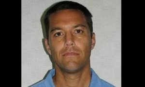 Here's What Was Found in Scott Peterson's Car After Wife's Body Was Found