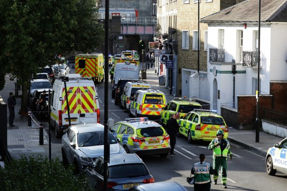 Police vehicles line the street near Parsons Green tube station in London, Britain September 15, 2017. (Reuters/Kevin Coombs)
