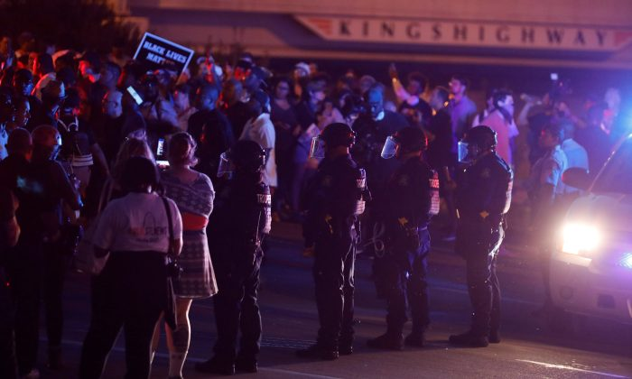 Protesters are blocked by police as they attempt to walk down a ramp to Interstate 64 after the not guilty verdict in the murder trial of Jason Stockley, a former St. Louis police officer, charged with the 2011 shooting of  Anthony Lamar Smith, who was black, in St. Louis, Missouri, U.S., September 15, 2017.     REUTERS/Whitney Curtis