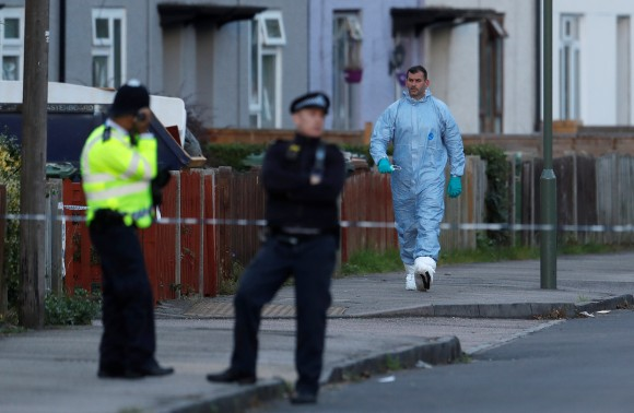 A forensics investigator walks away from a property being searched after a man was arrested in connection with an explosion on a London Underground train, in Sunbury-on-Thames, Britain, September 16, 2017. (Reuters/Peter Nicholls)