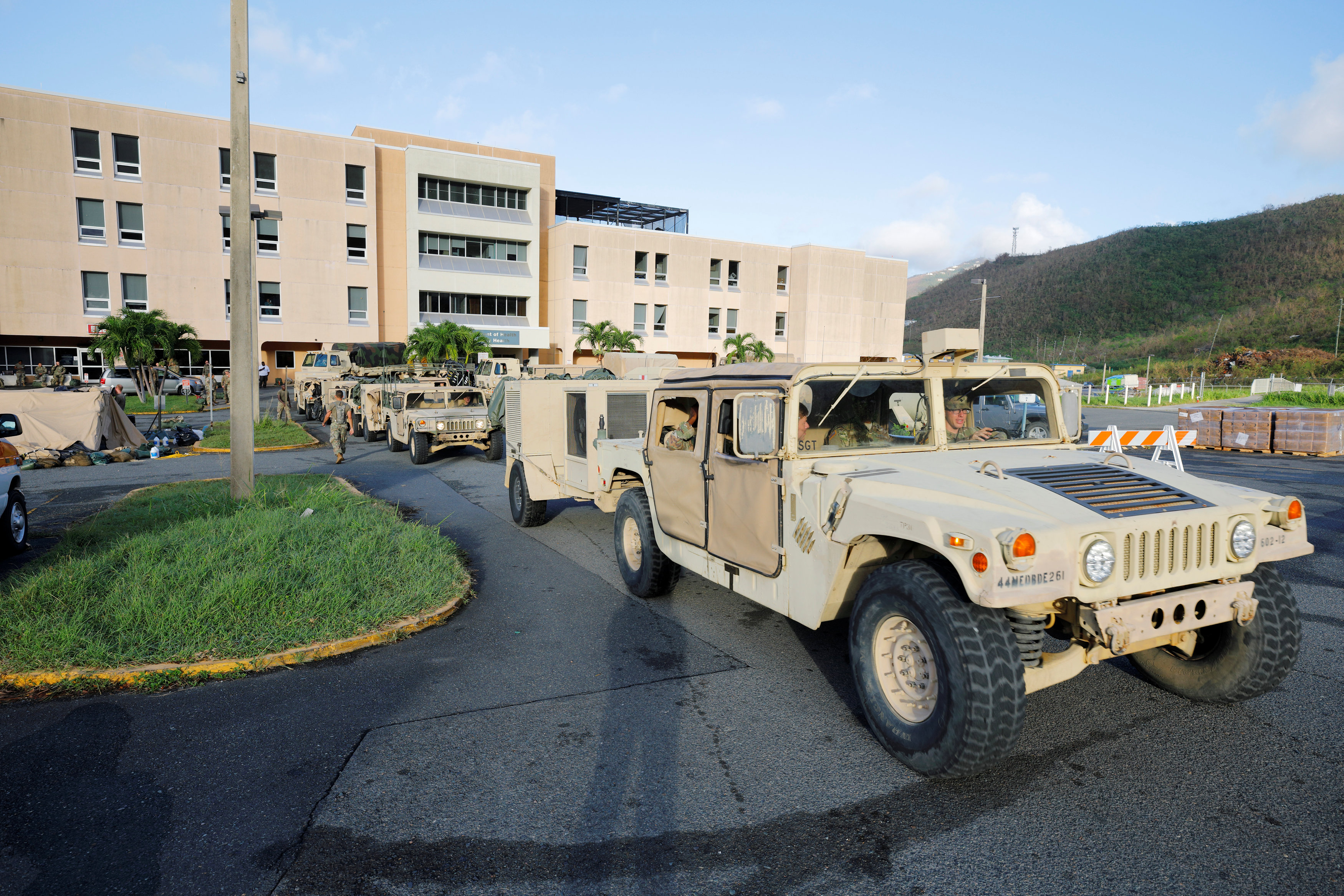 Soldiers from the 602nd Area Support Medical Company evacuate their unit from Schneider Regional Medical Center in advance of Hurricane Maria, in Charlotte Amalie, St. Thomas, U.S. Virgin Islands on Sept. 17, 2017. (REUTERS/Jonathan Drake)