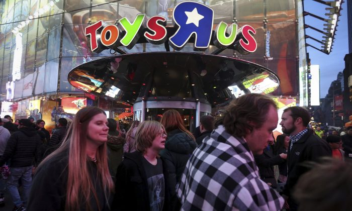 People walk past Toys R Us in Times Square the day after Christmas in the Manhattan borough of New York on Dec. 26, 2015.  (REUTERS/Carlo Allegri)