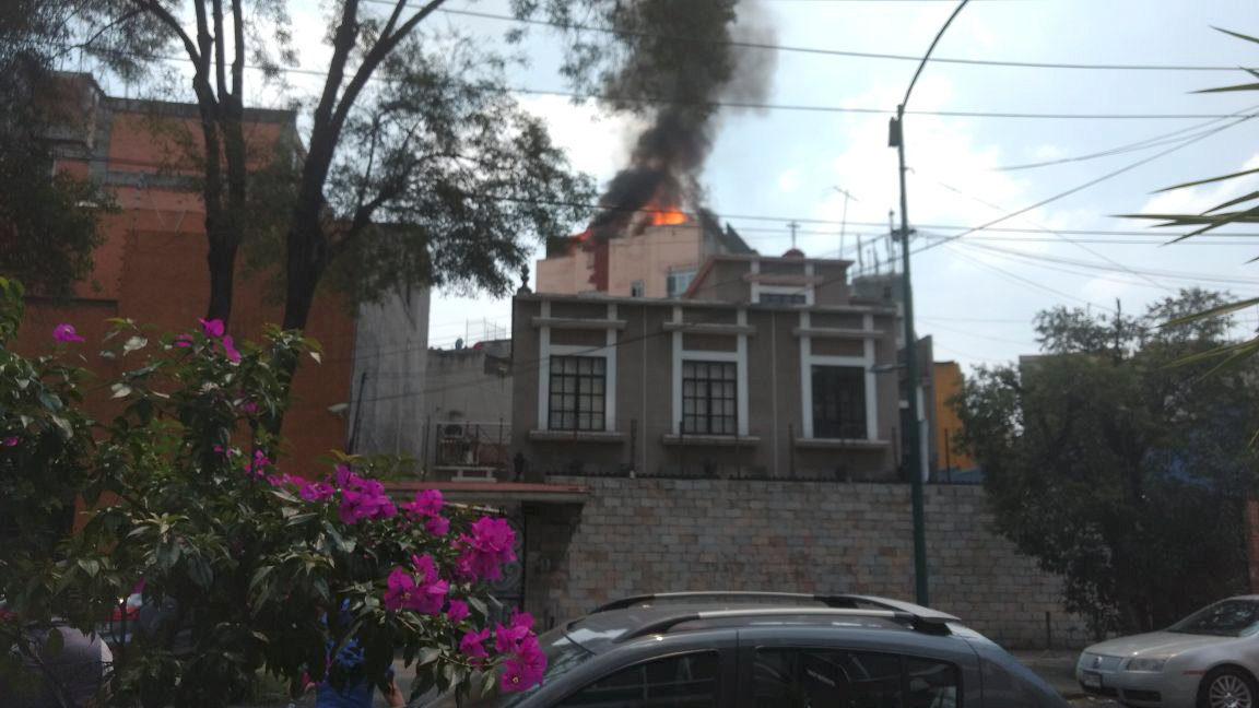 A building is seen on fire following an earthquake, in the district of colonia Roma, Mexico city, Mexico on Sept. 19, 2017 in this still image obtained via social media. (MIGUEL ANGEL QUISBERTH CORDERO/ via REUTERS)