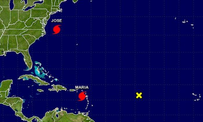 (NOAA / NHC(