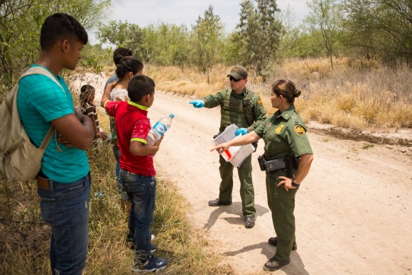 Border Patrol Agents talk to unaccompanied minors and other asylum seekers right after they cross the southwest border in the Rio Grande Valley, Texas, on May 26, 2017. (Benjamin Chasteen/The Epoch Times)