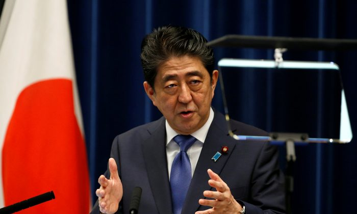 Japan's Prime Minister Shinzo Abe attends a news conference to announce snap election at his official residence in Tokyo, Japan, September 25, 2017. (REUTERS/Toru Hanai)
