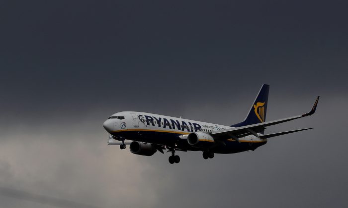 A Ryanair plane prepares to land at Manchester Airport in Manchester, Britain, March 31, 2016. (REUTERS/Phil Noble/File Photo)