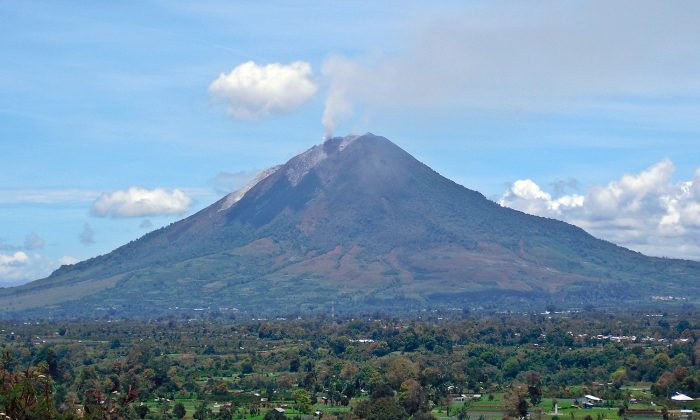 Mount Sinabung seen from Gundaling Hill on Sept. 13, 2010. (Kenrick95/CC BY-SA 3.0)