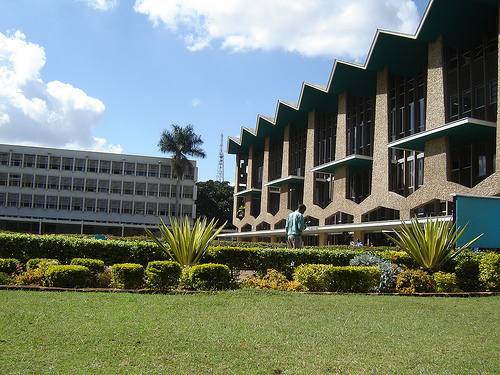 A view of the University of Nairobi from the main entrance, 2006. (Wikimedia Commons/Kenyaverification)