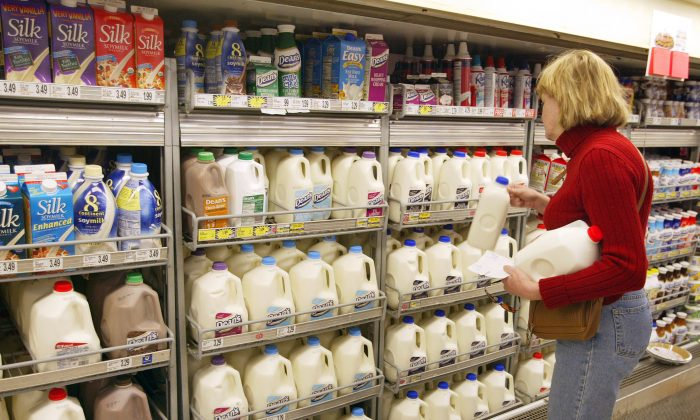 A woman shops for milk in a grocery store in Chicago, Illinois on April 12, 2004.  (Photo by Tim Boyle/Getty Images)