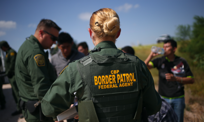 U.S. Border Patrol agents detain illegal immigrants after they crossed the border from Mexico into the United States in McAllen, Texas, on Aug. 7, 2015. (John Moore/Getty Images)