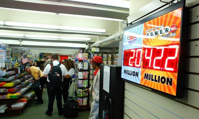People buying lottery tickets. (Photo by Kena Betancur/Getty Images)
